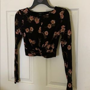 Floral print crop top with twisted bottom